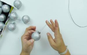 el primer paso quitar las cuerdas de las bolas