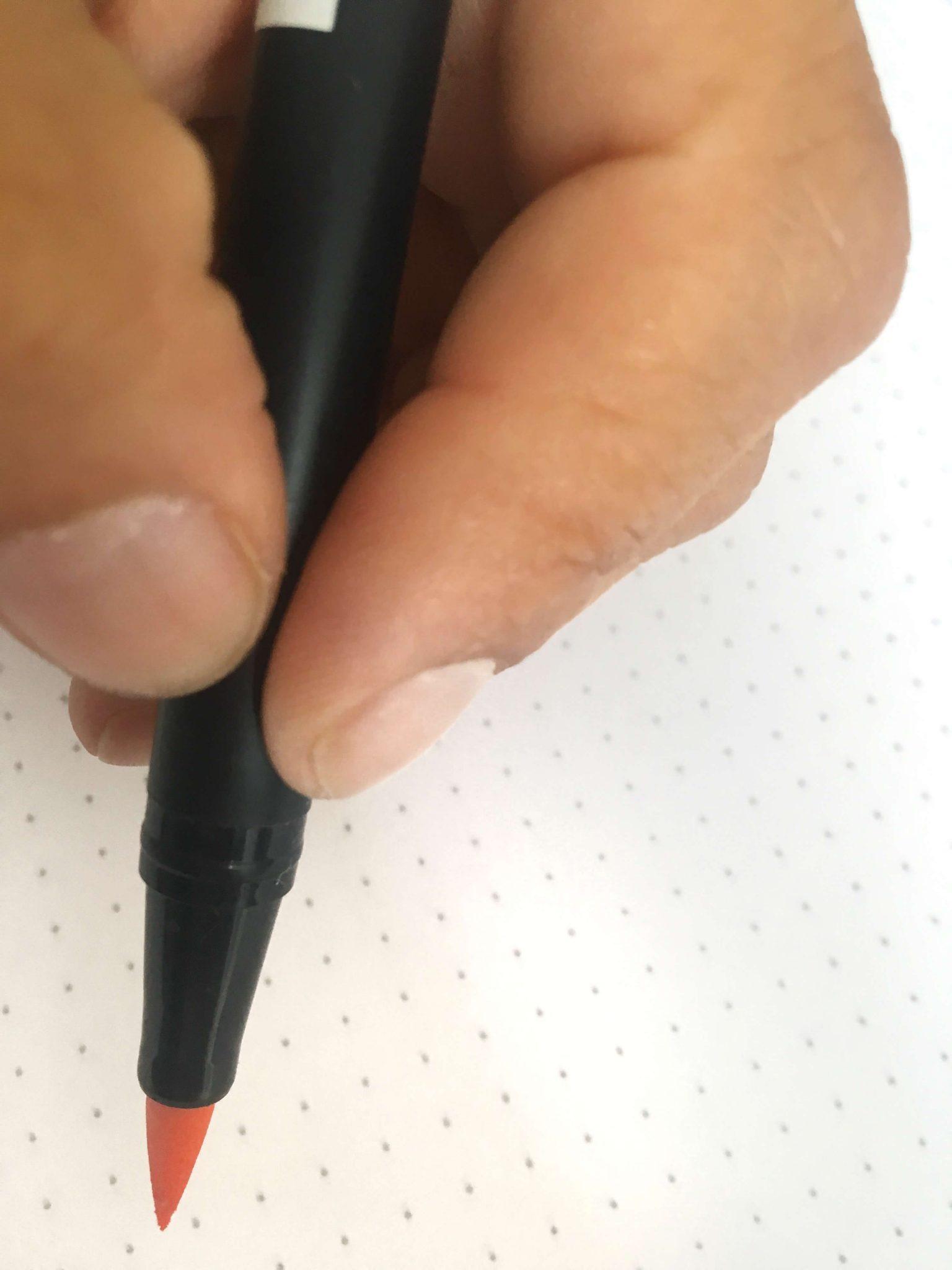 sujetar-rotulador-pulgar-índice